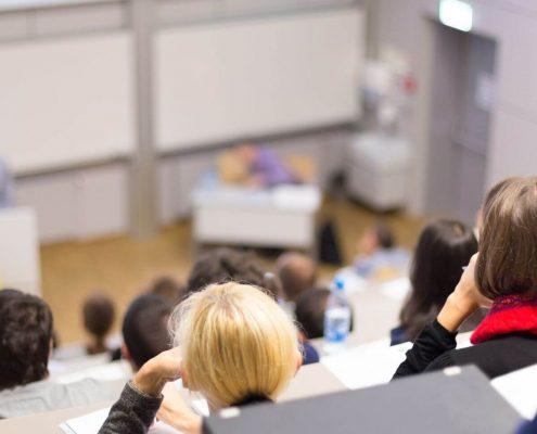 Avaliação do MEC: fotografia de uma sala de aula de faculdade.